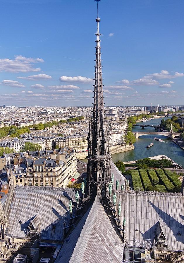 The spire of Notre Dame, Philippe Villeneuve - Sheet1