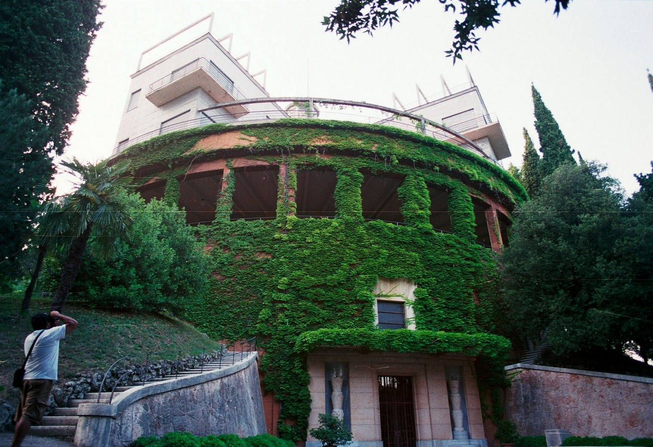 8 Examples of surrealistic modern architecture around the world - Sheet3