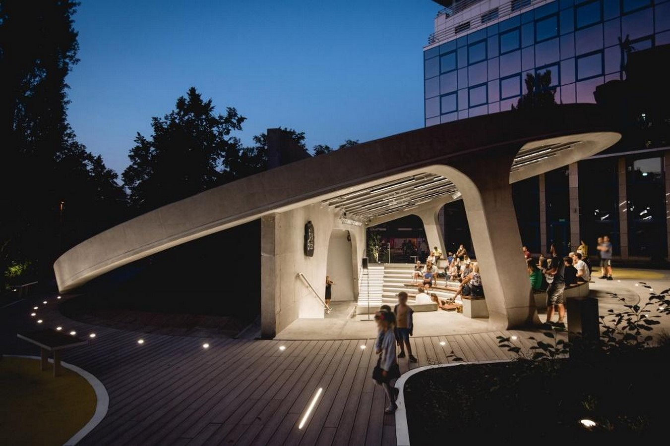 A concrete amphitheater as an 'open, democratic space' in Warsaw designed by Lina - Sheet2