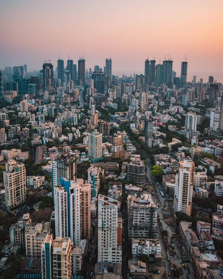 How does the cultural diversity in Mumbai reflect in its architecture? - Sheet15