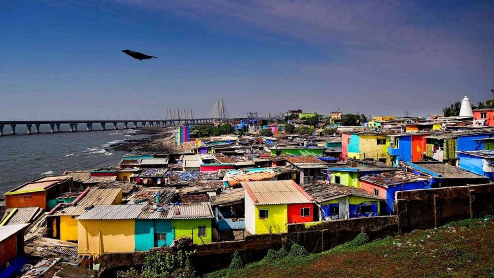 How does the cultural diversity in Mumbai reflect in its architecture? - Sheet2