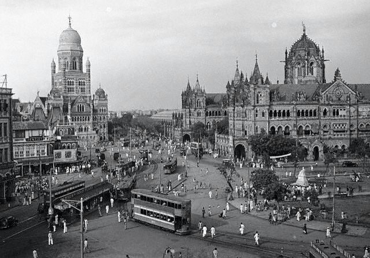 How does the cultural diversity in Mumbai reflect in its architecture? - Sheet4