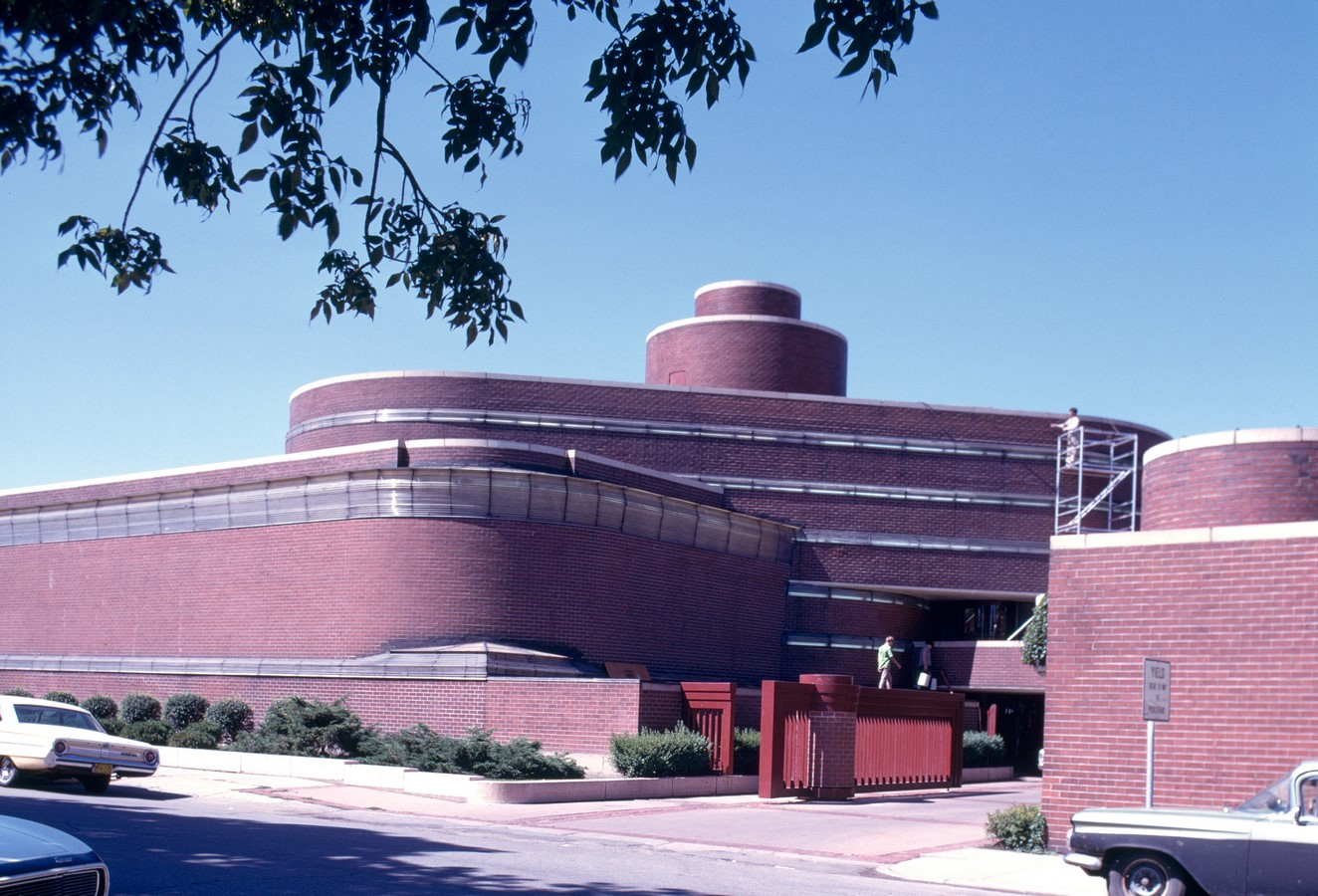 Administration building of S.C. Johnson by Frank Lloyd Wright: A space that impacted - Sheet2