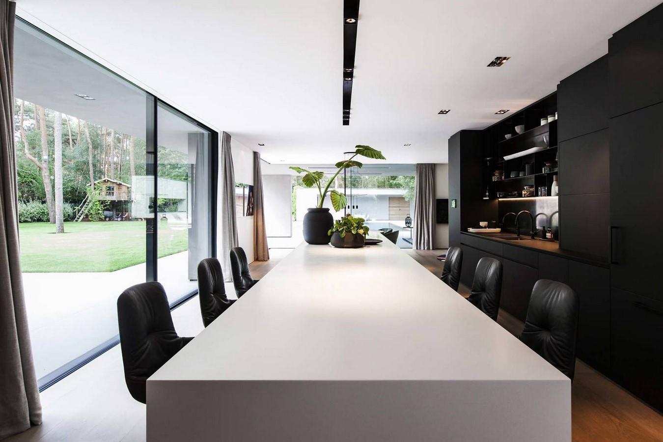 Dutch designer Jan des Bouvrie known for white interiors dies aged 78 - Sheet3