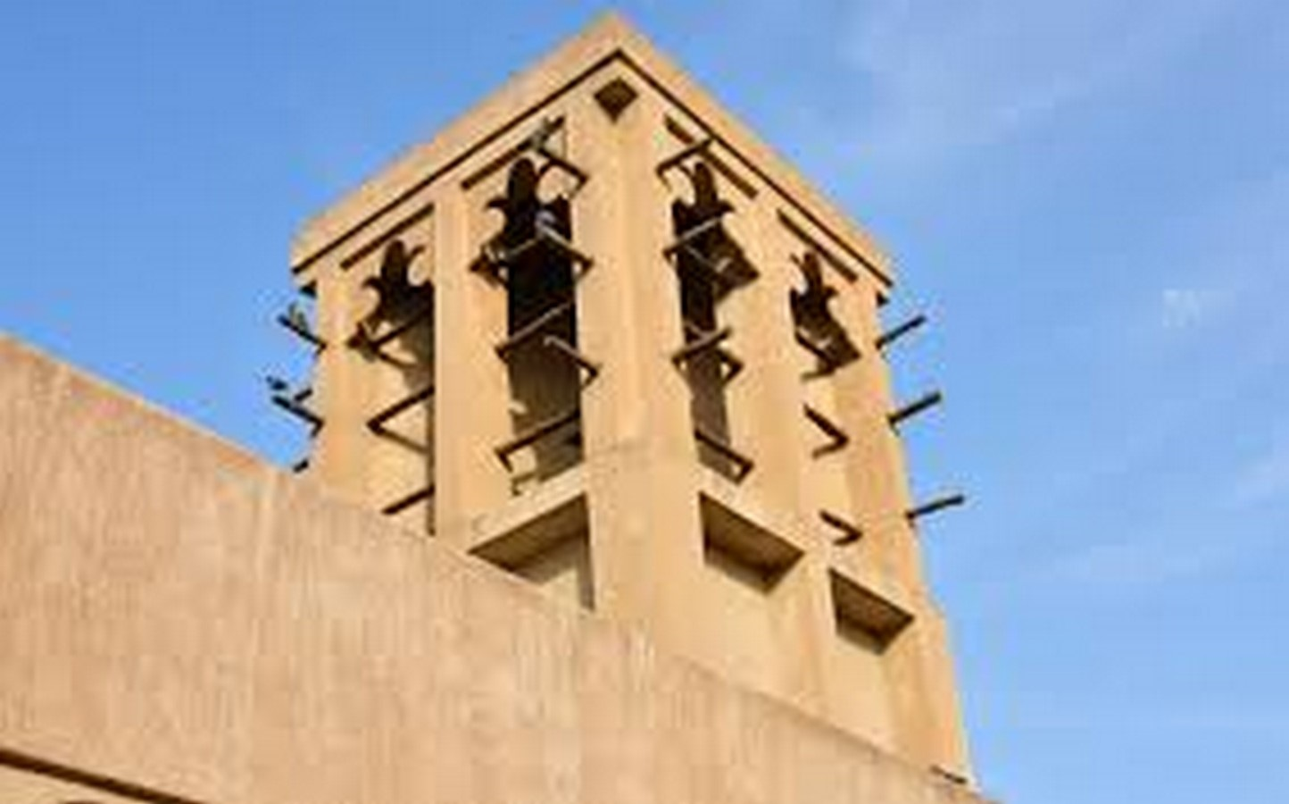 10 Structures that represent the Historical architecture of UAE - Sheet10