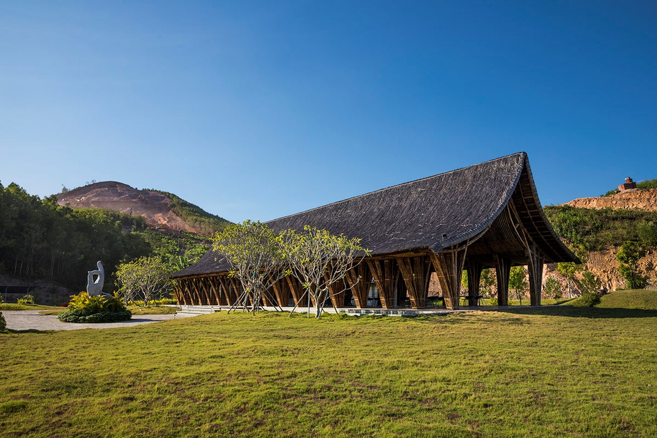 Highly-Curved Bamboo Roof For Visiting Center For Huong An Vien Cemetery created by VTN Architects - Sheet8