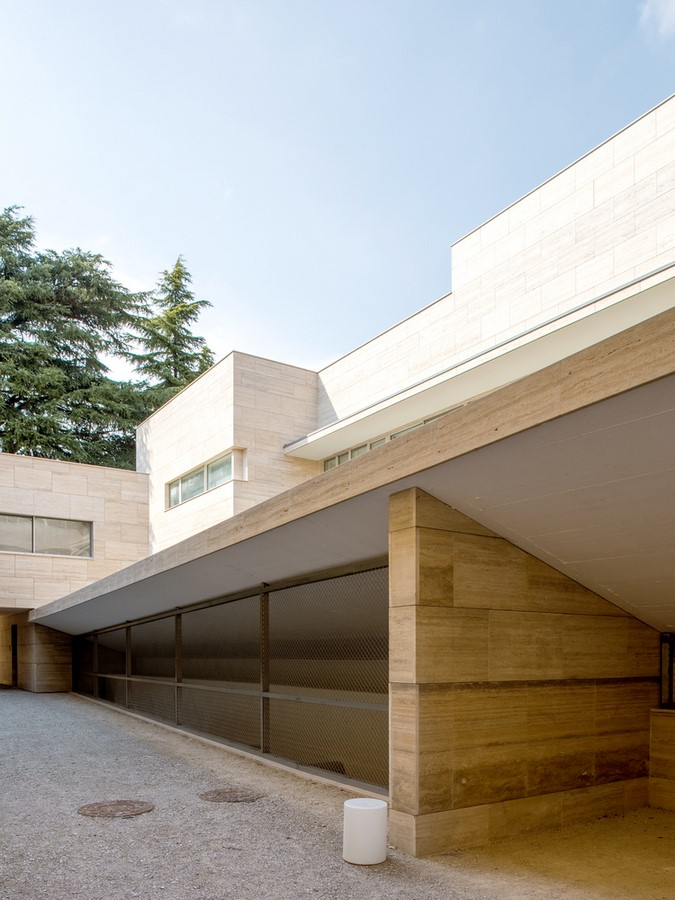 Álvaro Siza and COR Arquitectos create travertine housing in Lombardy - SHeet6