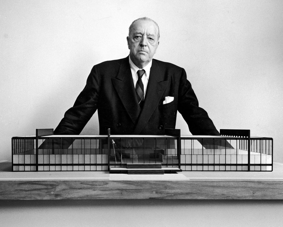 Farnsworth House by Mies van der Rohe: A bond between the House and Nature - Sheet2