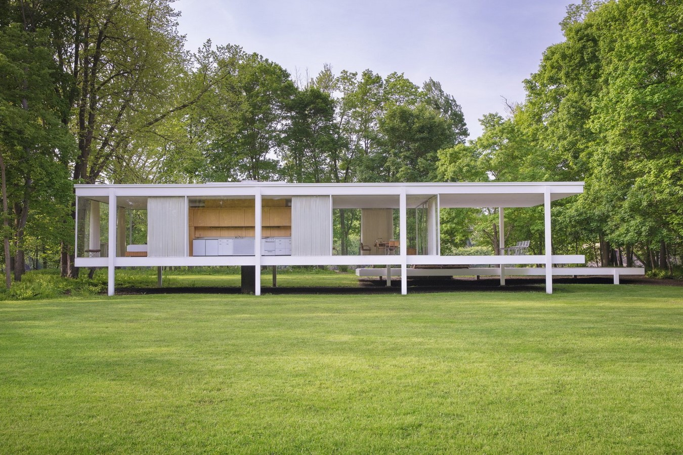 Farnsworth House by Mies van der Rohe: A bond between the House and Nature - Sheet3