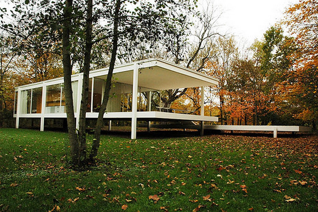 Farnsworth House by Mies van der Rohe: A bond between the House and Nature - Sheet5