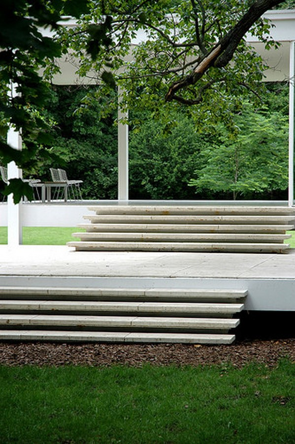 Farnsworth House by Mies van der Rohe: A bond between the House and Nature - Sheet9