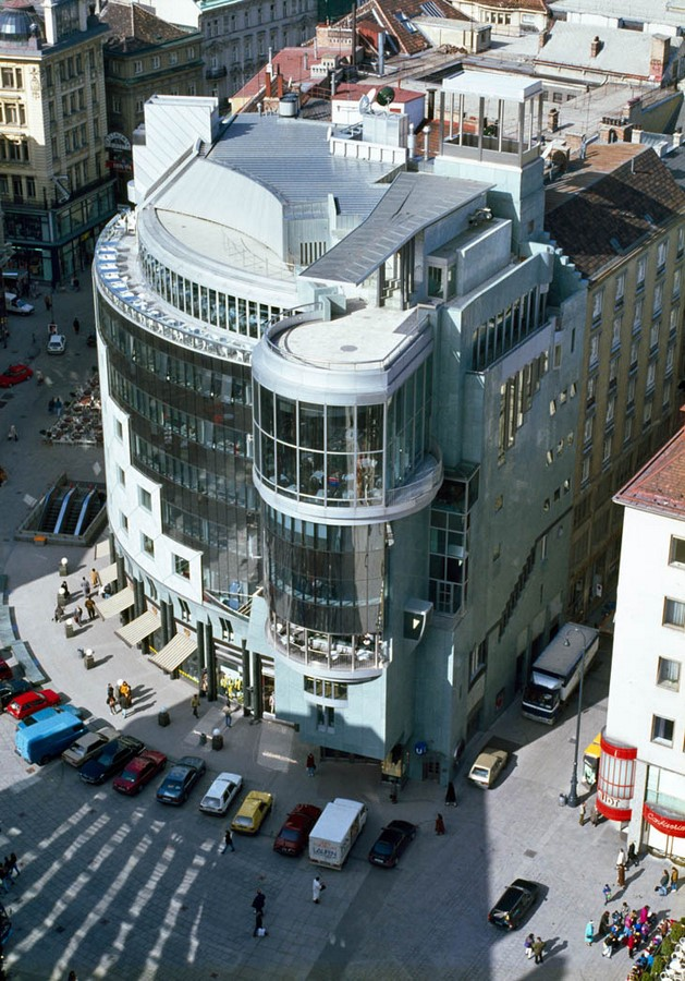 The Haas Haus by Hans Hollein: Contrasting with the adjacent - Sheet4