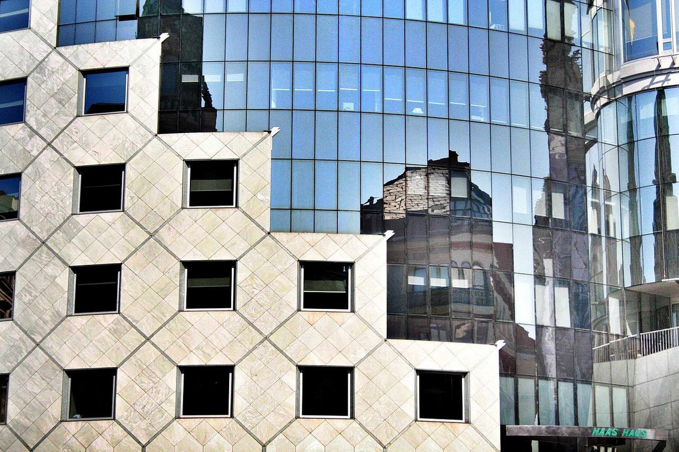 The Haas Haus by Hans Hollein: Contrasting with the adjacent - Sheet5