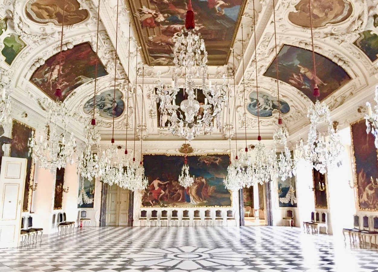 Architectural elements that depicted royalty in palaces and castles of Europe- Sheet4