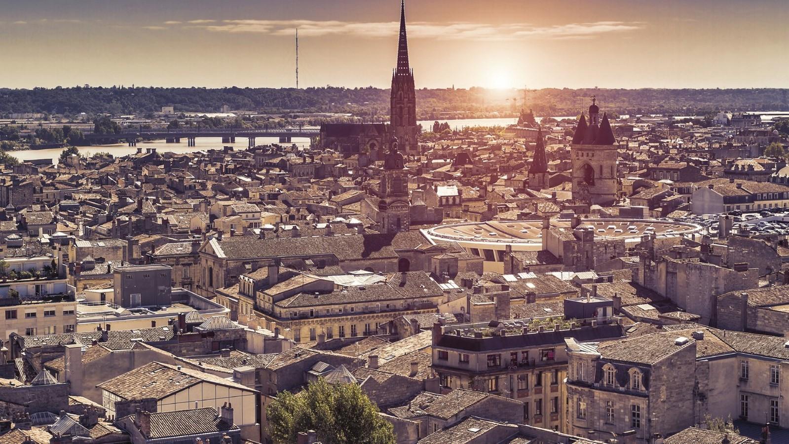 10 Famous structures of Bordeaux, France - Sheet1