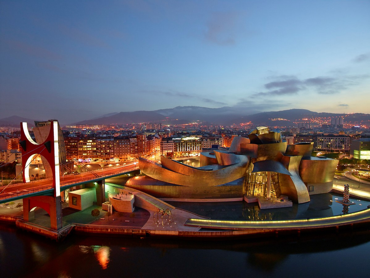 Guggenheim Museum Bilbao by Frank Gehry: United the Critics, Academics, and the General public - Sheet5