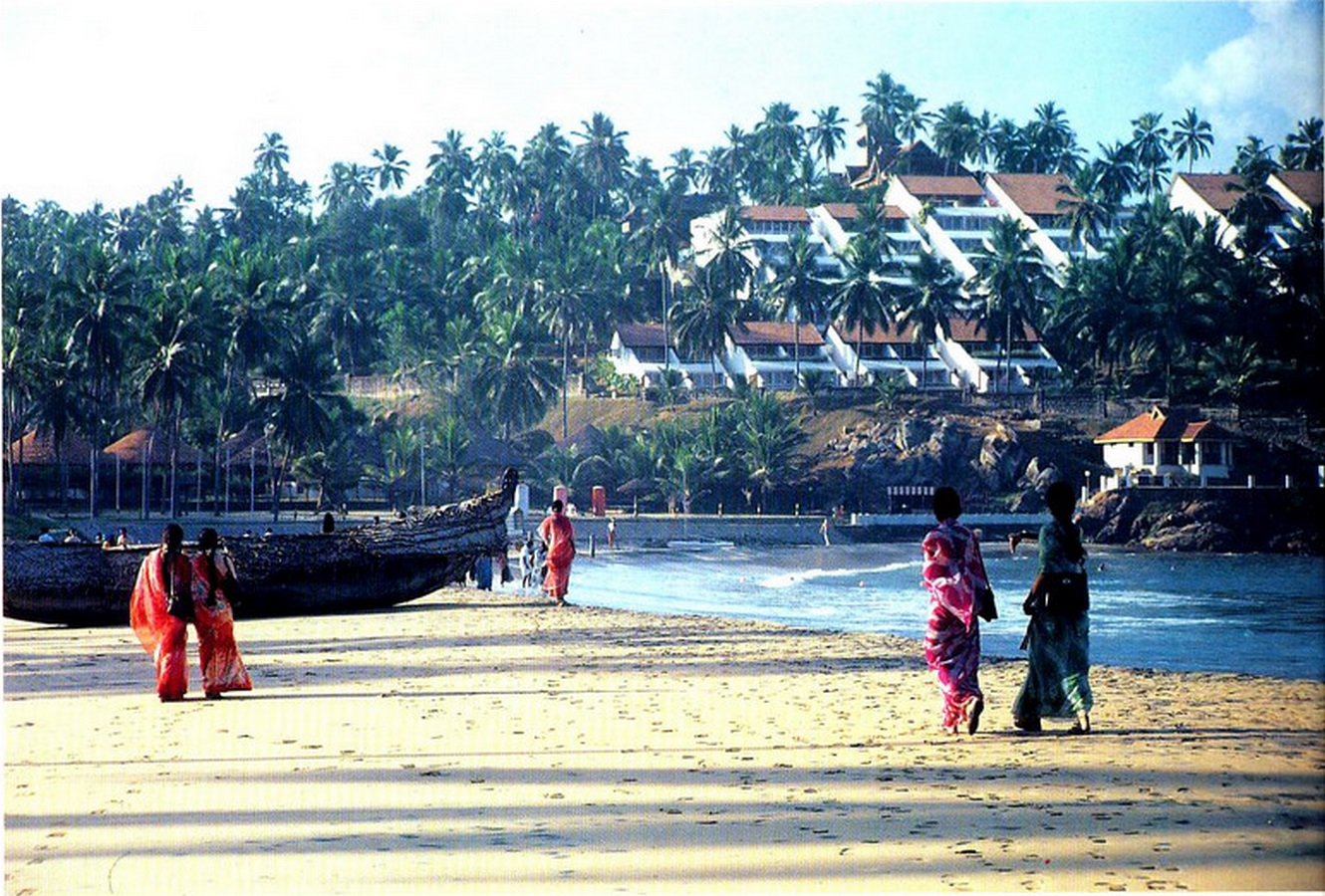 Kovalam Beach Resort by Charles Correa: Open to sky space Approach - Sheet2