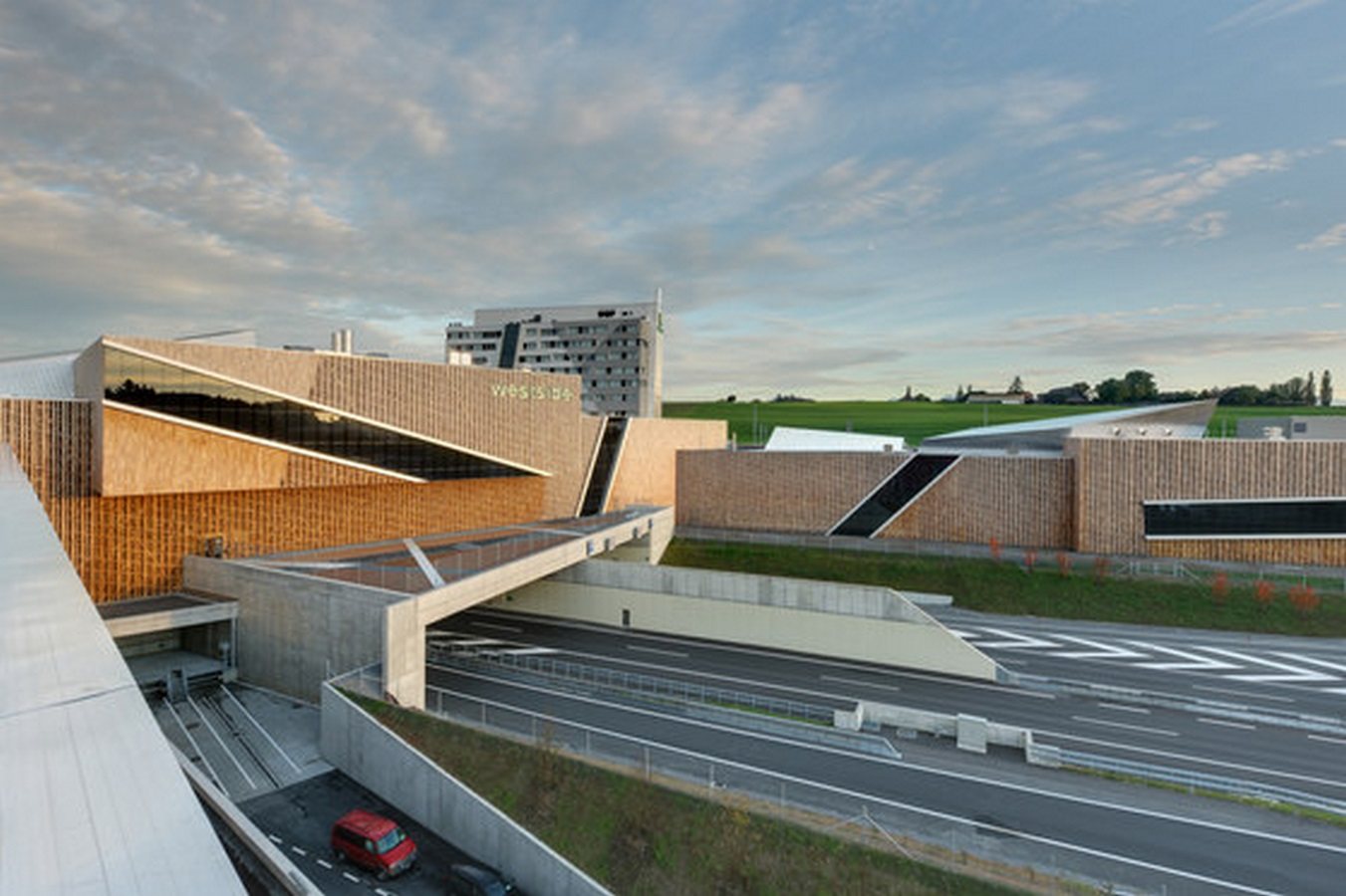 Westside Shopping and Leisure Centre by Daniel Libeskind: Unification of commerce, culture and leisure - Sheet2