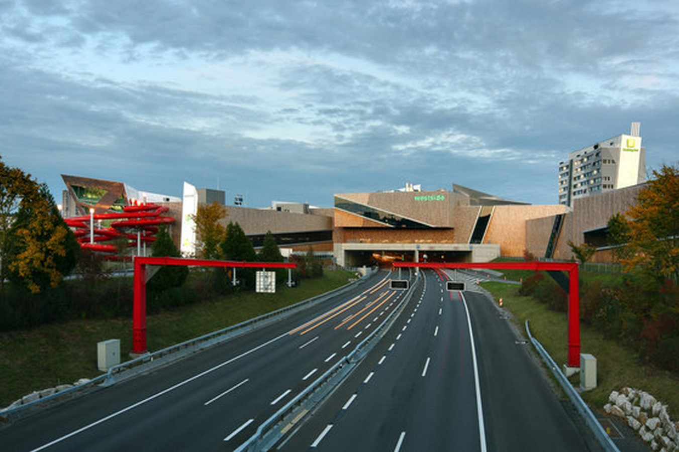 Westside Shopping and Leisure Centre by Daniel Libeskind: Unification of commerce, culture and leisure - Sheet3