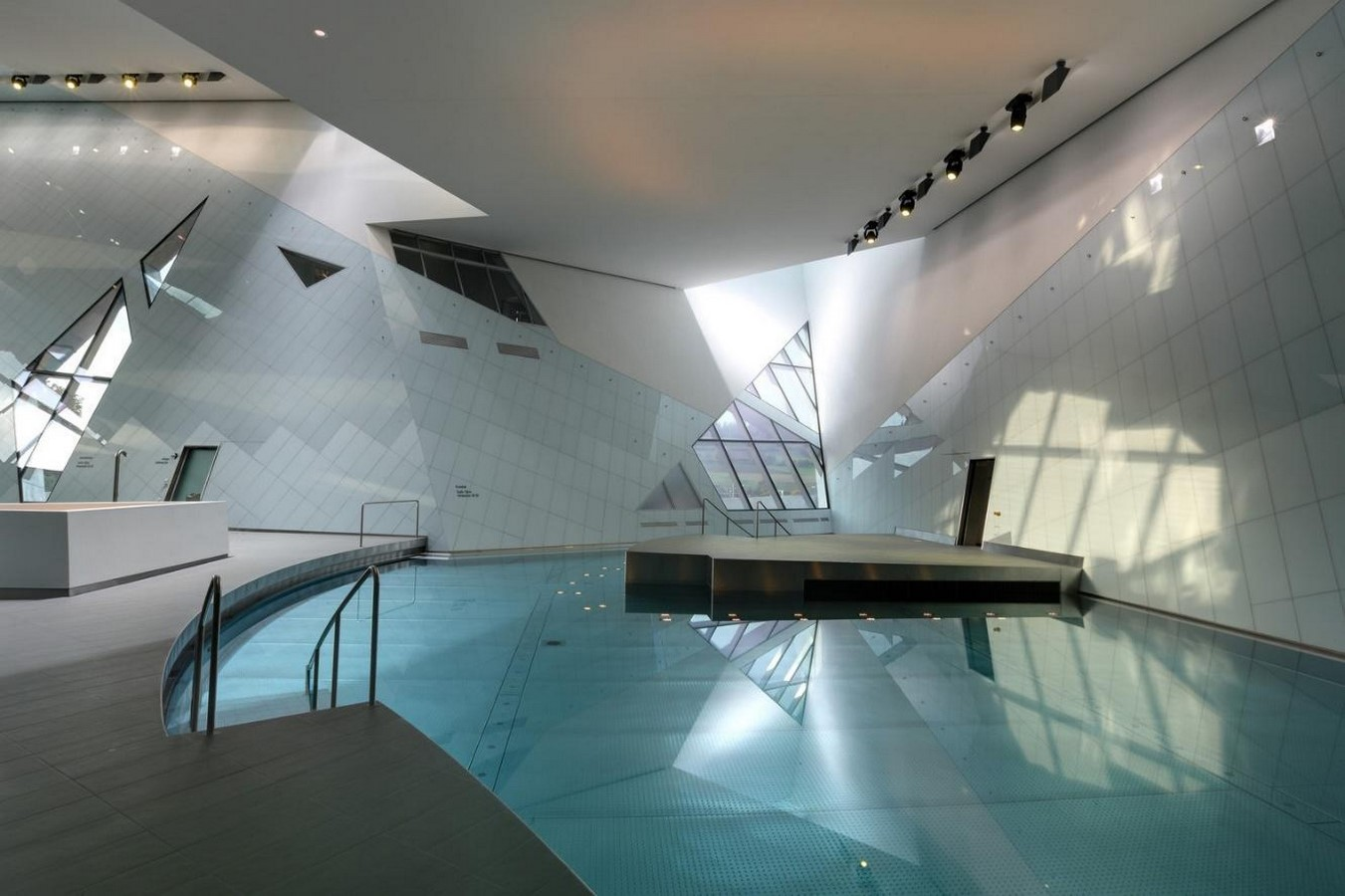 Westside Shopping and Leisure Centre by Daniel Libeskind: Unification of commerce, culture and leisure - Sheet7