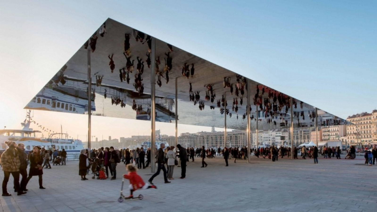 10 examples of modern public spaces - Sheet16