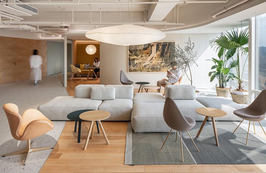 ECCO Xi'an Office by HONG Designworks