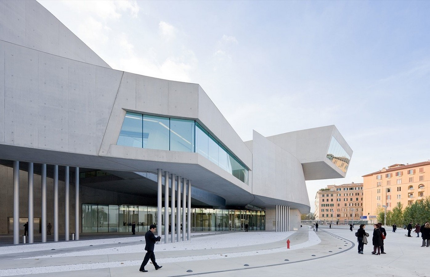 10 Structures explaining the contemporary style in Architecture - Sheet4