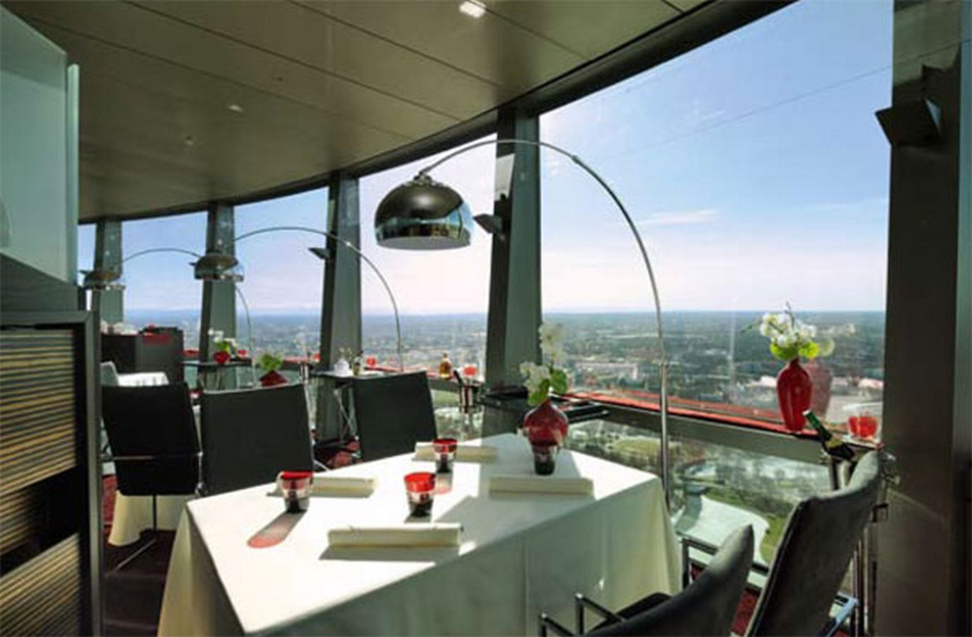 15 Examples of revolving hotels - Sheet8