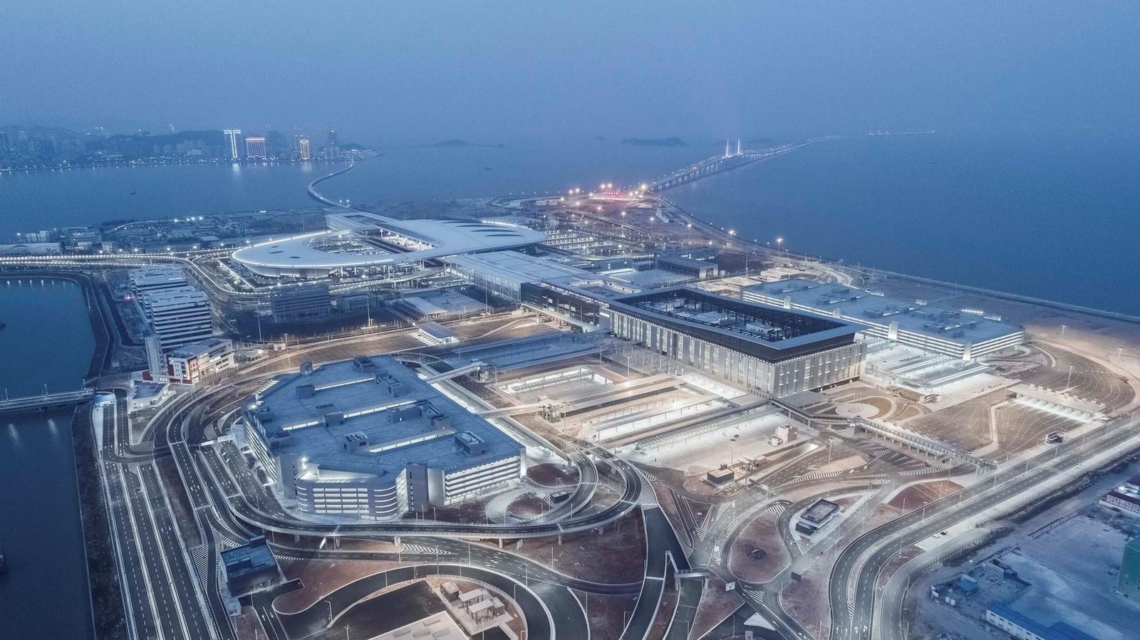 Hong Kong-Zhuhai-Macao Bridge Artificial Island Port by ECADI: The longest open-sea fixed link in the world Sheet4