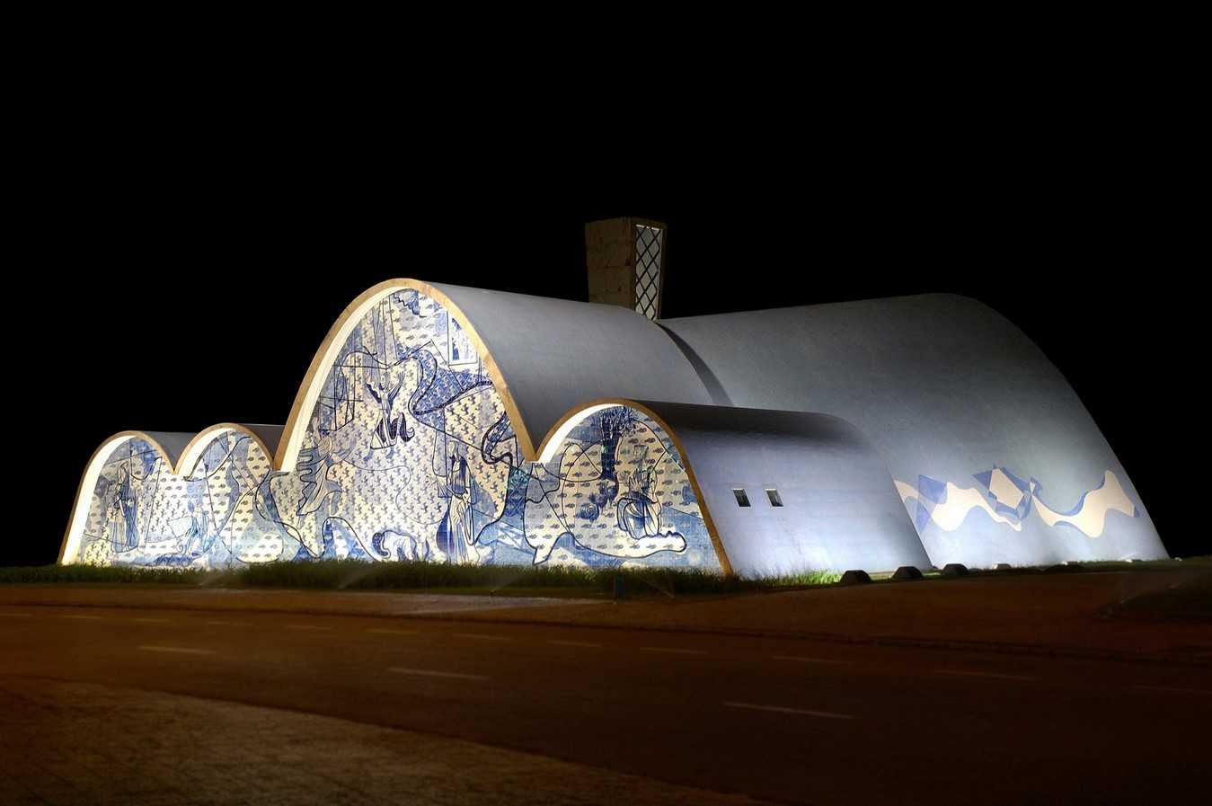 Church of Saint Francis of Assisi by Oscar Niemeyer: A Scandal in city's conservative culture - Sheet9