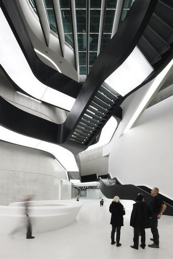 MAXXI - National Museum of 21st Century Art by Zaha Hadid: Continuity of spaces - Sheet2