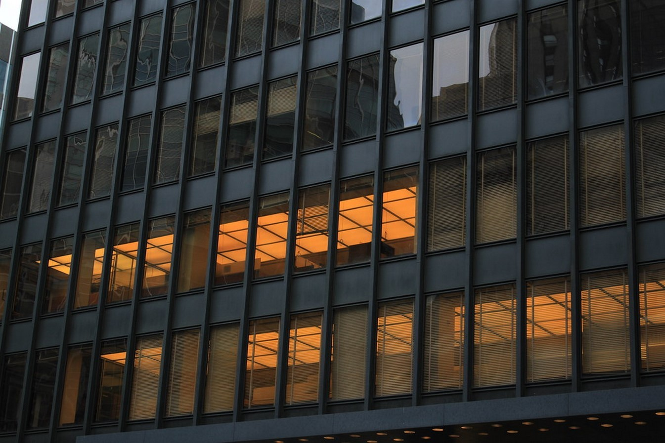 Seagram Building by Ludwig Mies van der Rohe: Mies' first attempt at tall buildings - Sheet4