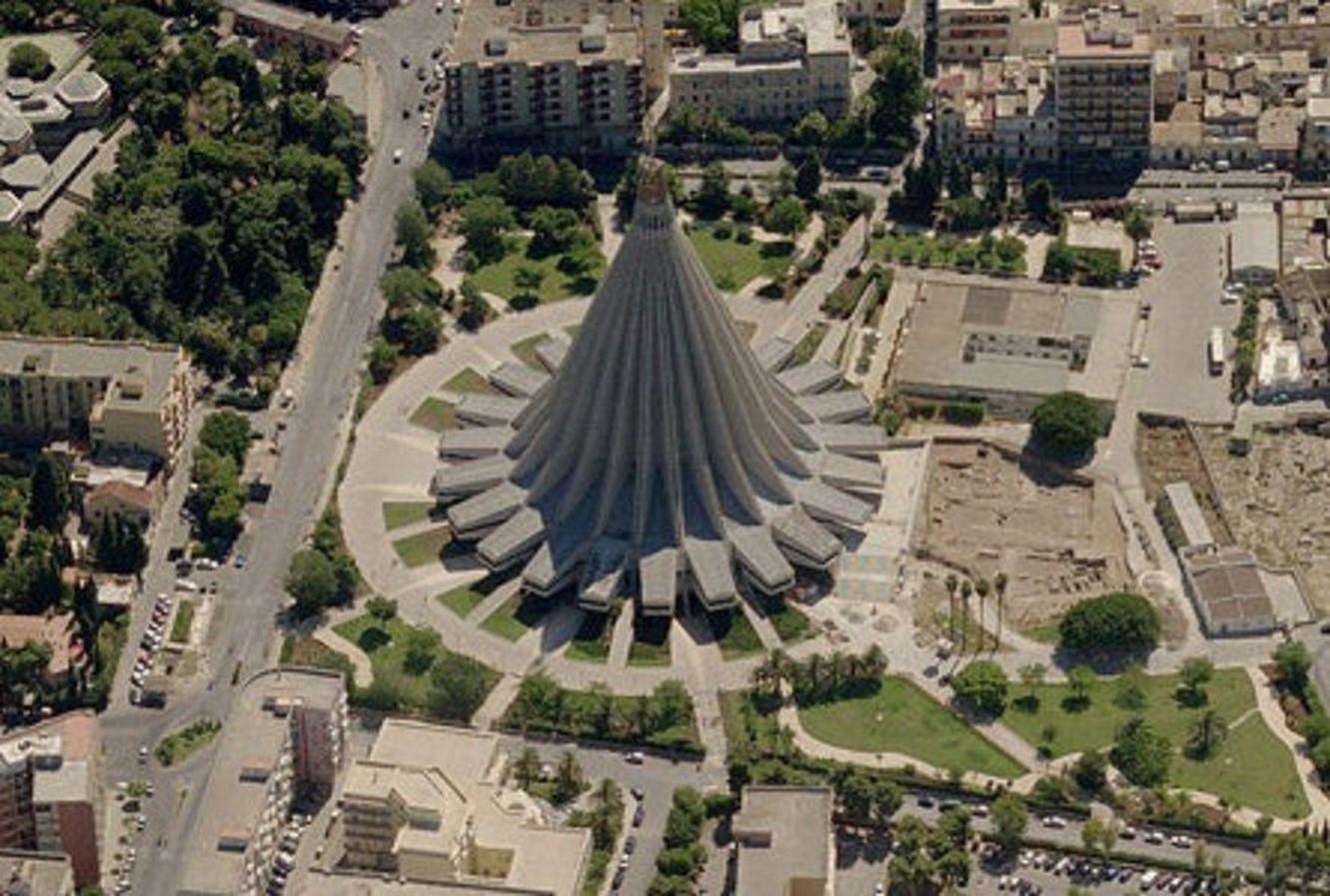 Santuario Madonna della Lacrime, Italy - Sheet1