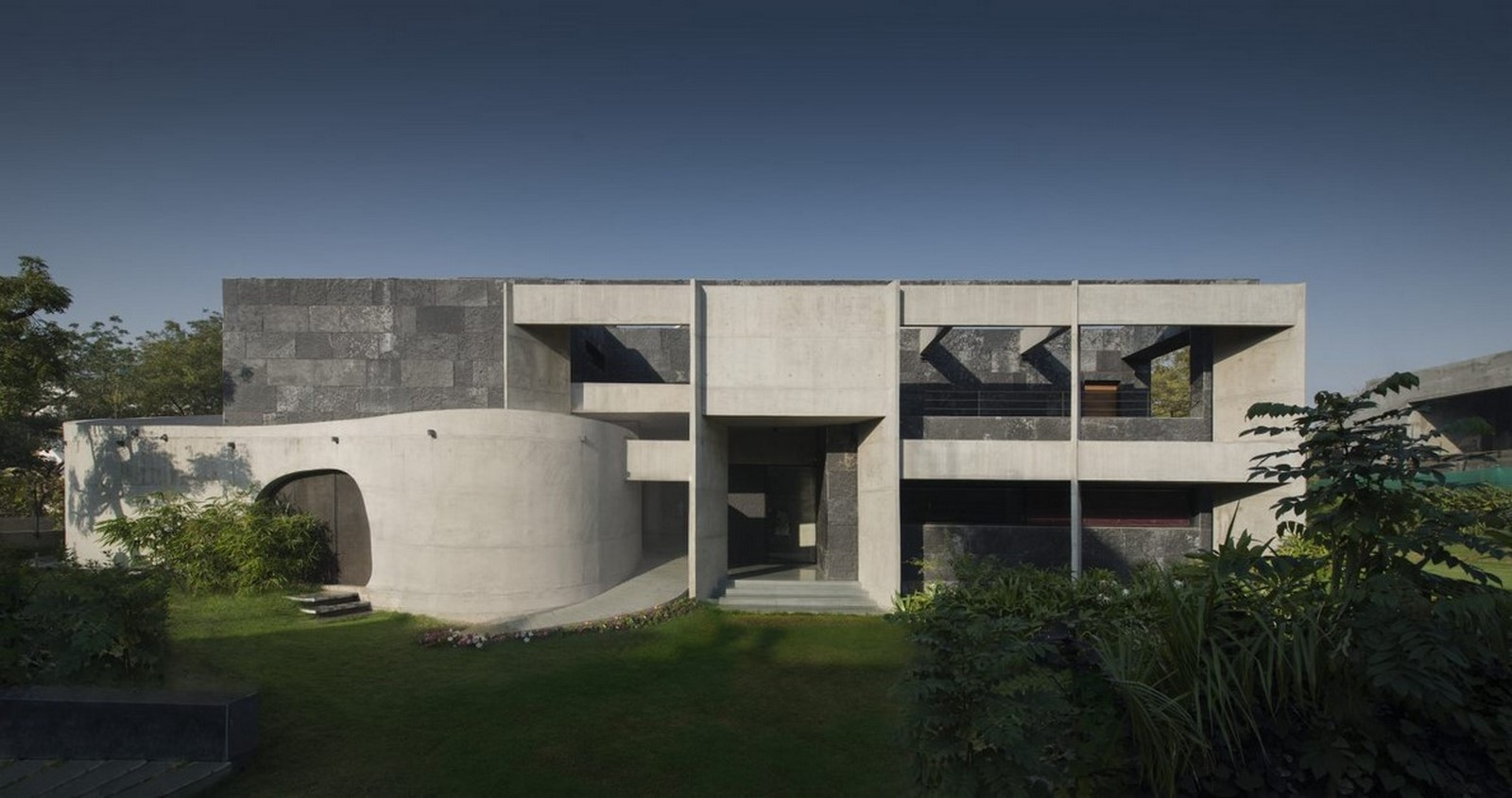 50 Examples of Modern concrete homes - Sheet34
