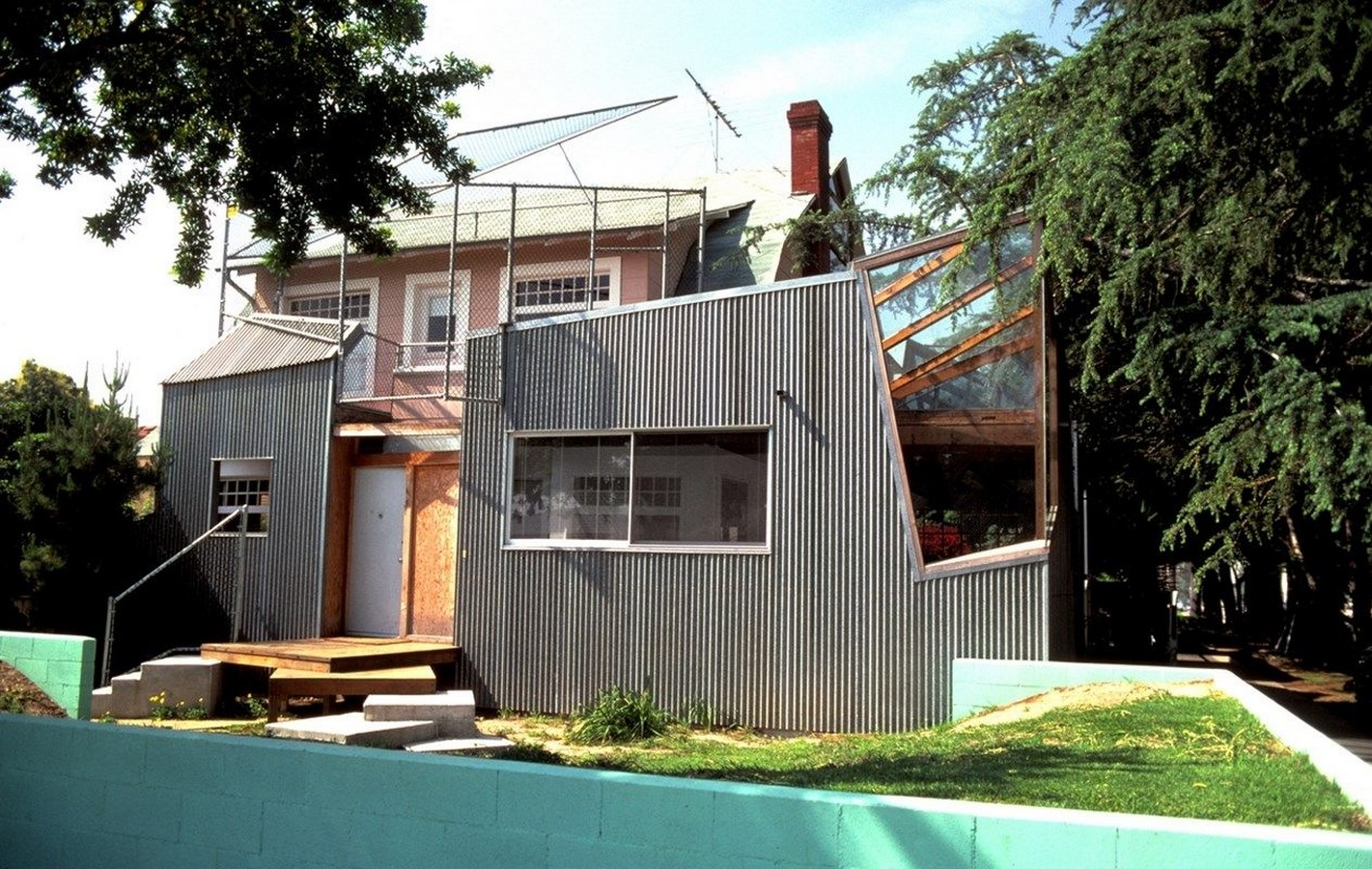 Gehry Residence by Frank Gehry: Balance between old and new - Sheet3