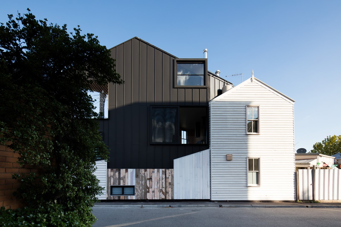 Acute House by OOF! architecture - Sheet3