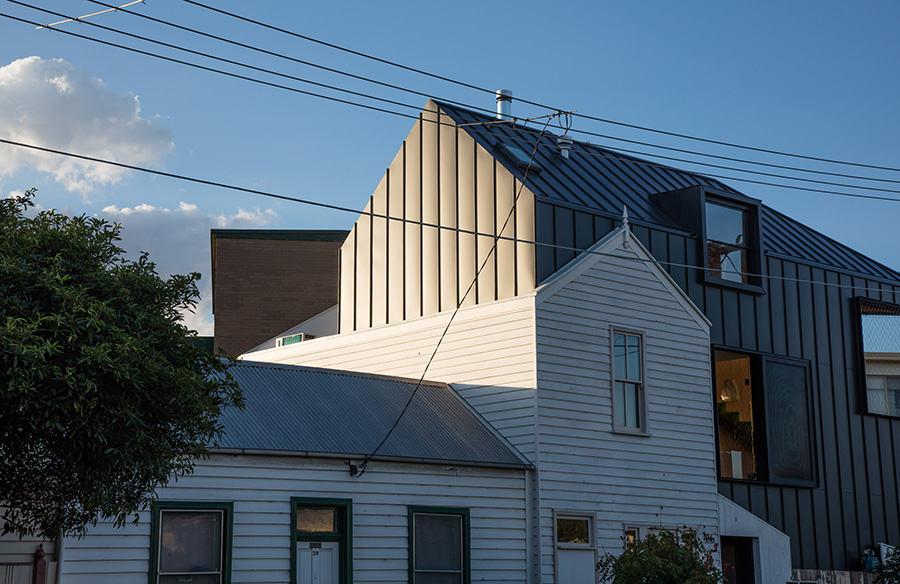 Acute House by OOF! architecture