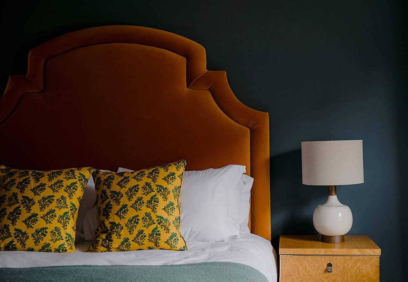 30 Examples of split complementary color scheme in Interiors - Sheet21