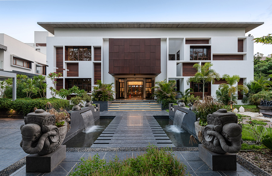The Courtyard House by Associated Architects Pvt. Ltd