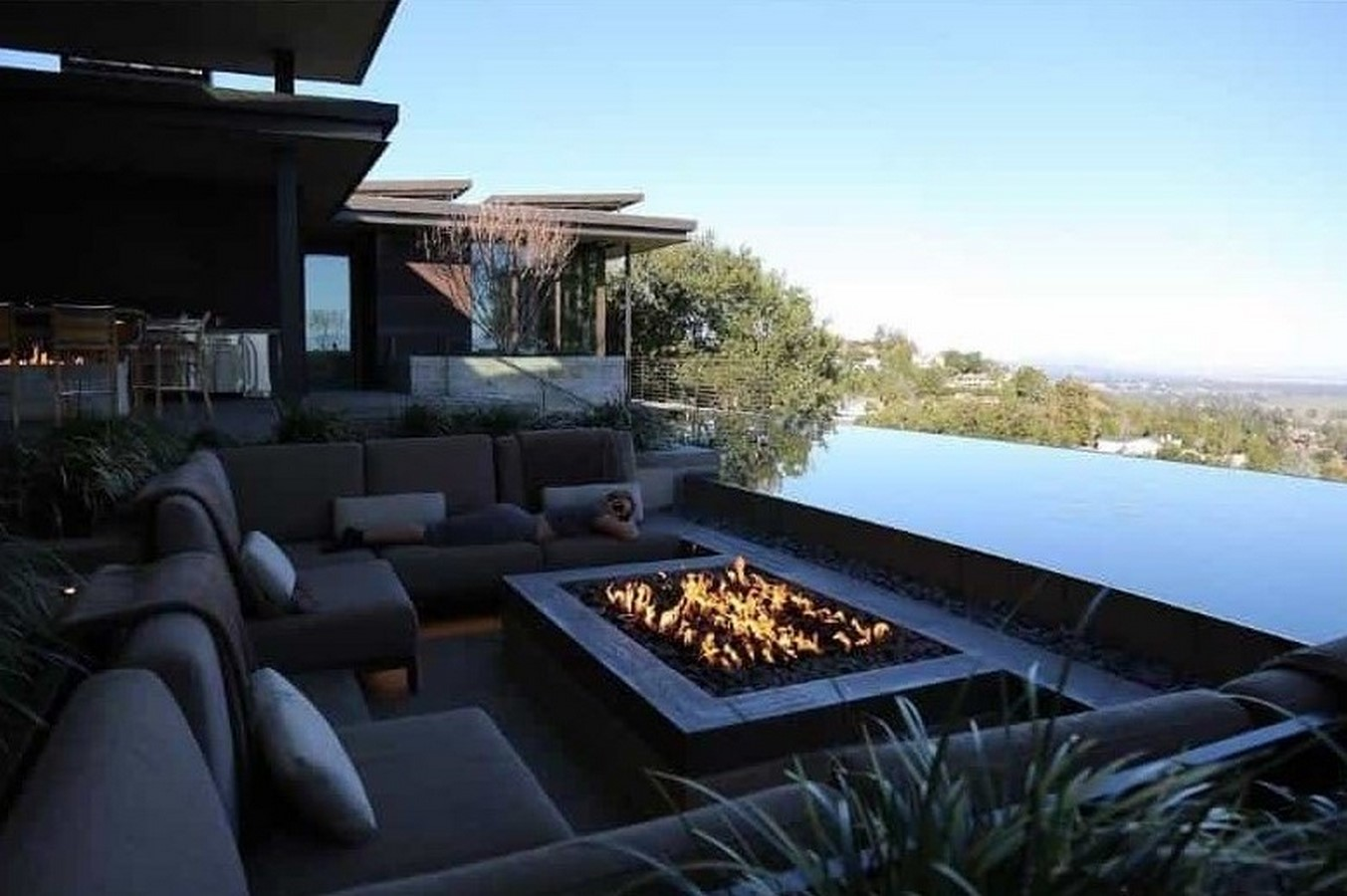 Beyonce and Jay-Z's Tiered Residence - Sheet3