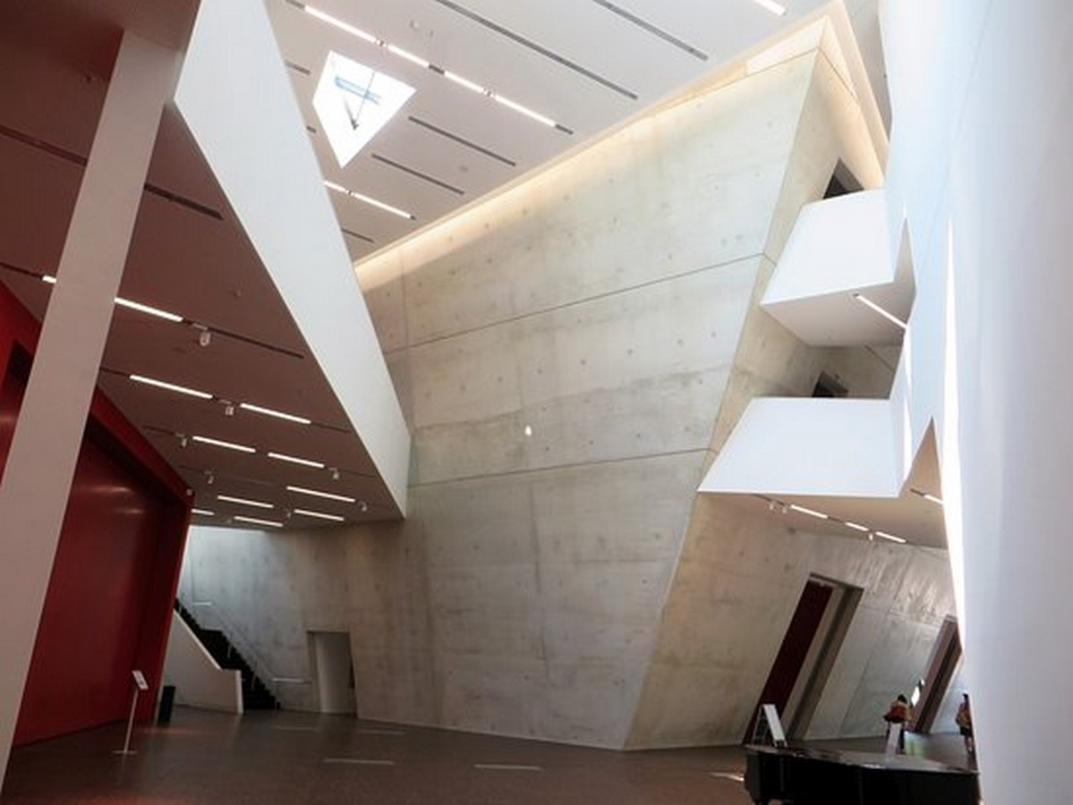 Zentralgebäude by Daniel Libeskind: An Ambitious Project - Sheet5