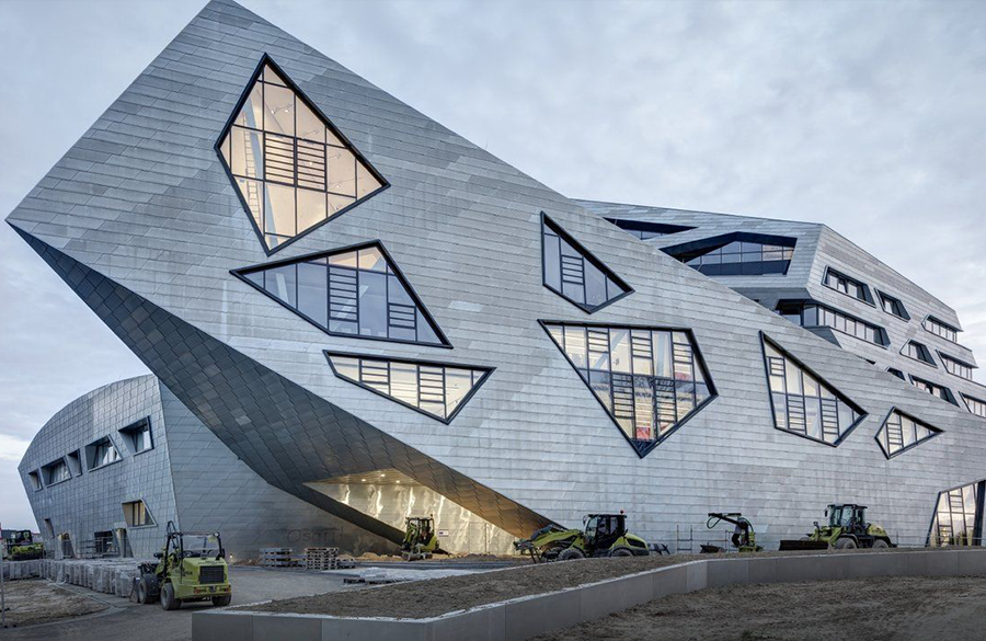 Zentralgebäude by Daniel Libeskind: An Ambitious Project