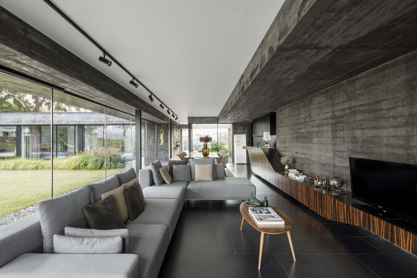 50 Living rooms enhanced by concrete - Sheet43
