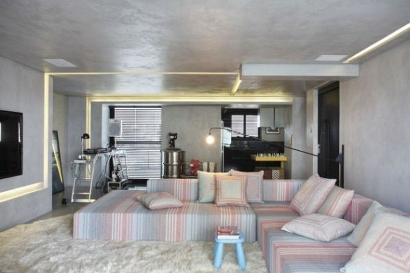 50 Living rooms enhanced by concrete - Sheet46