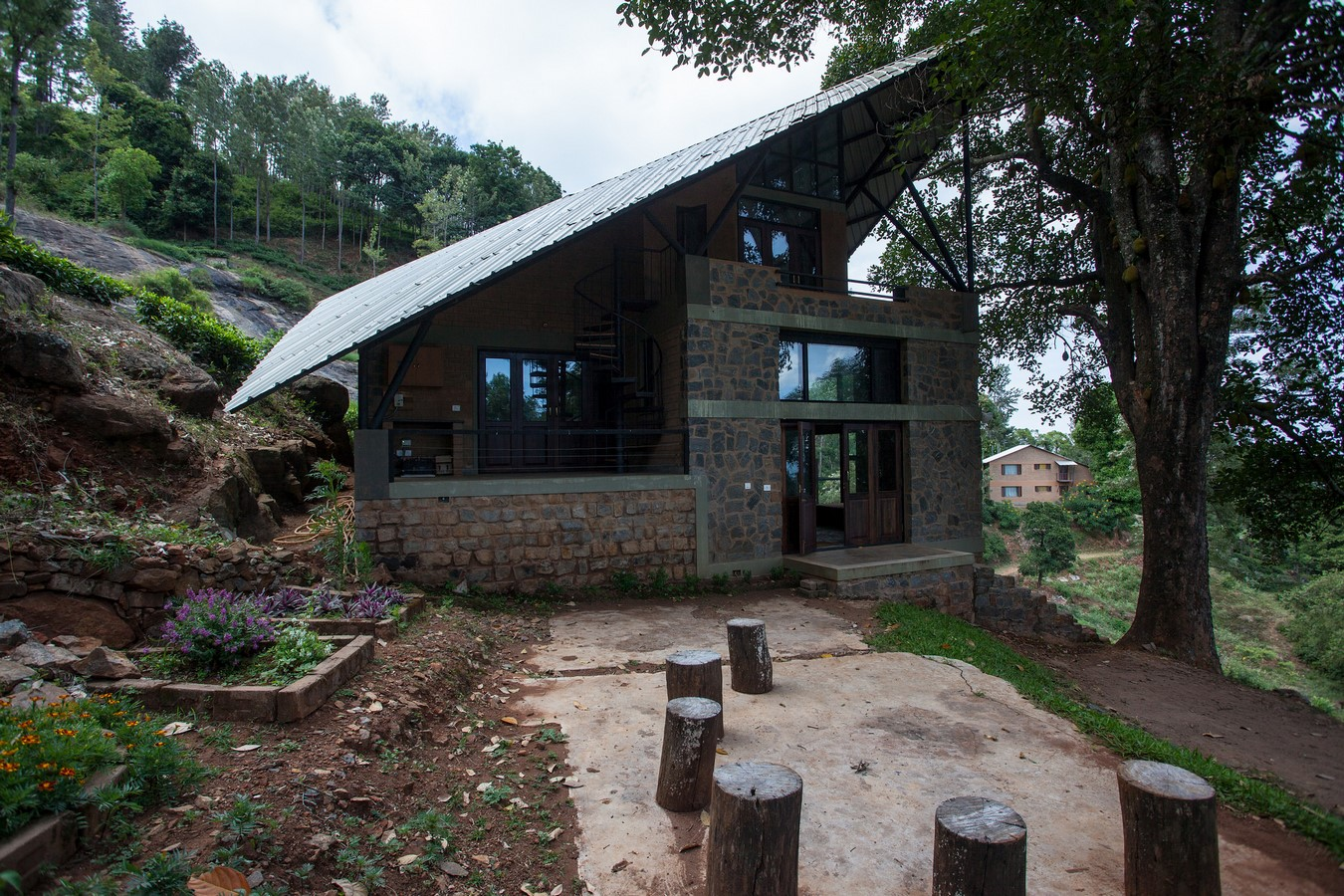 Hornbill House at Oland Estate by Chitra Vishwanath: End of the road property - Sheet4