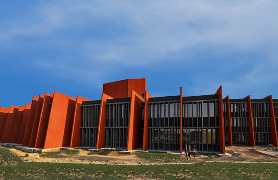 The Rajasthan school by Sanjay Puri Architects: A Series of Linear Trapezoidal Frames