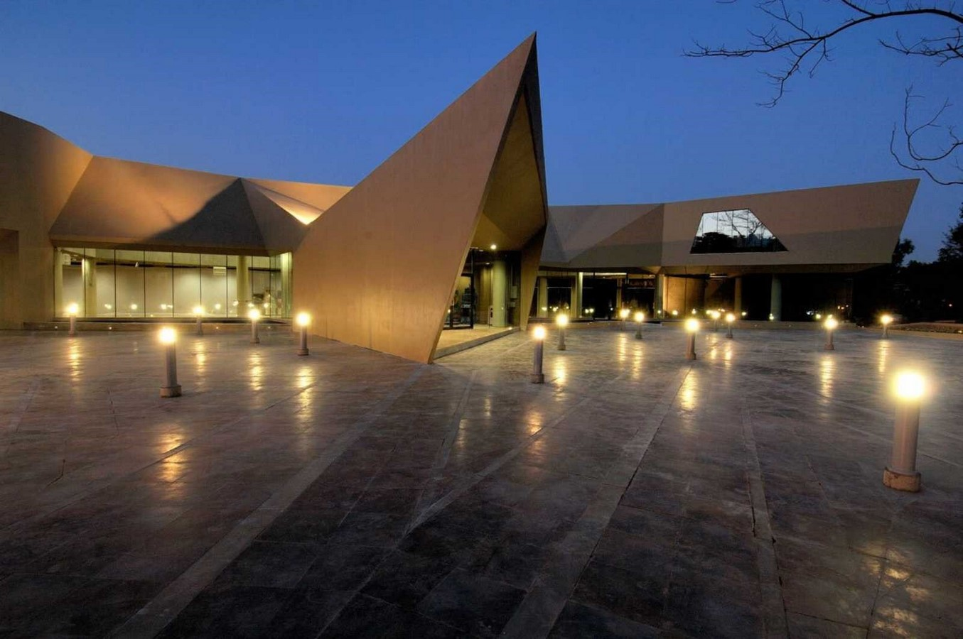 Triose by Sanjay Puri Architects Angled spaces