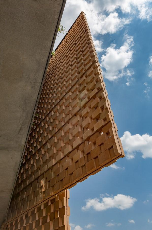 10 Examples of Innovative facade design solutions - Sheet17