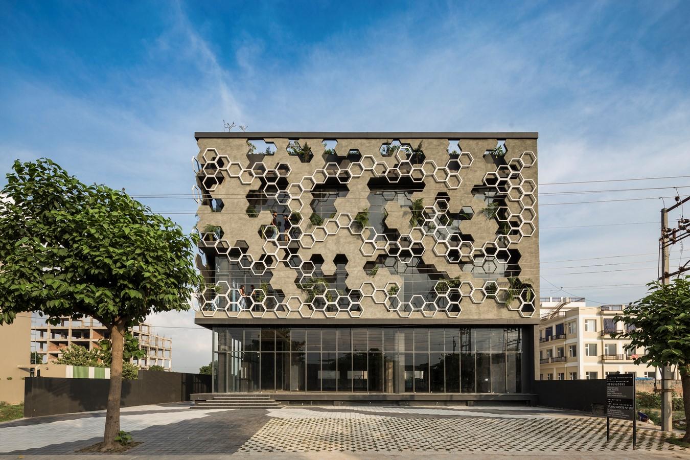 10 Examples of Innovative facade design solutions - Sheet27