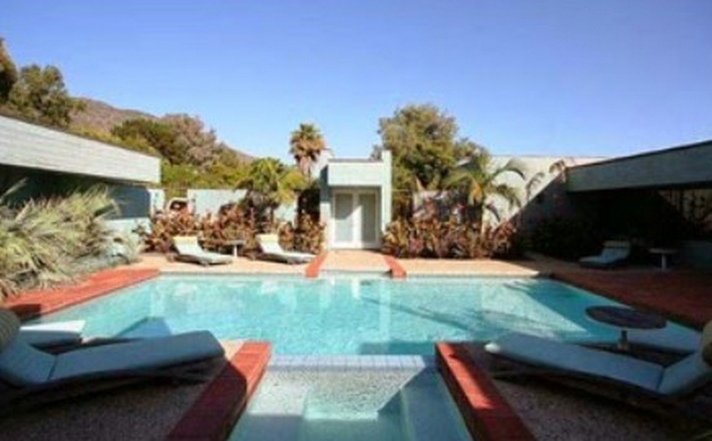An inside look at all the houses owned by Ellen Pompeo Sheet24